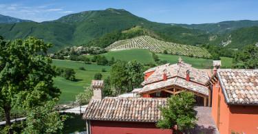 Agriturismo Marche Italy - piscina riscaldata idromassaggio appartamenti indipendenti